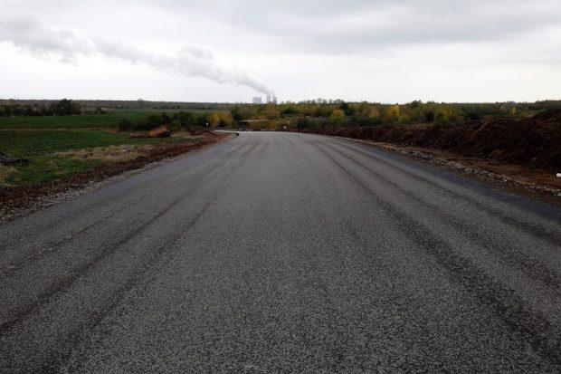 Aus dem Feldweg auf die Magdeborner Halbinsel ist eine breite asphaltierte Straße geworden. Foto: Uferleben Störmthaler See e.V.