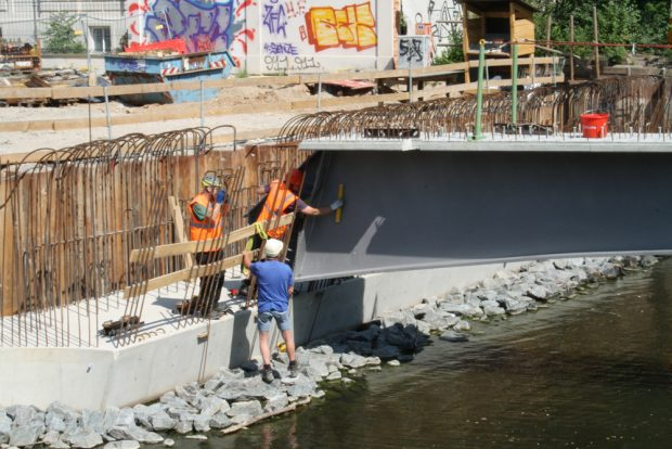 Das westliche Widerlager der Plagwitzer Brücke. Foto: Ralf Julke