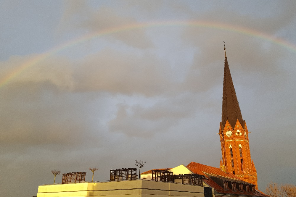 """Der Regenbogen ist im Neuen Testament ein Symbol für """"die Göttlichkeit Christi"""" und stellt in vielen Religionen der Welt die Verbindung zwischen den Göttern im Himmel und den Menschen auf der Erde dar. Foto: Marko Hofmann"""