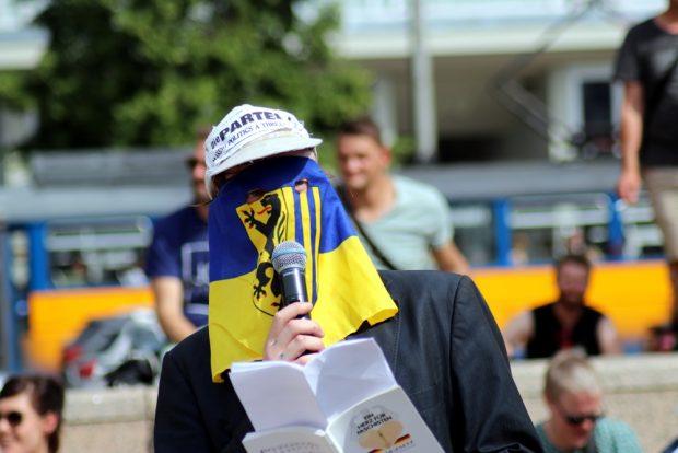"Der PARTEI-""Tom Rodig, Ministerpräsident in spe.""-Vertreter. Foto: L-IZ.de"