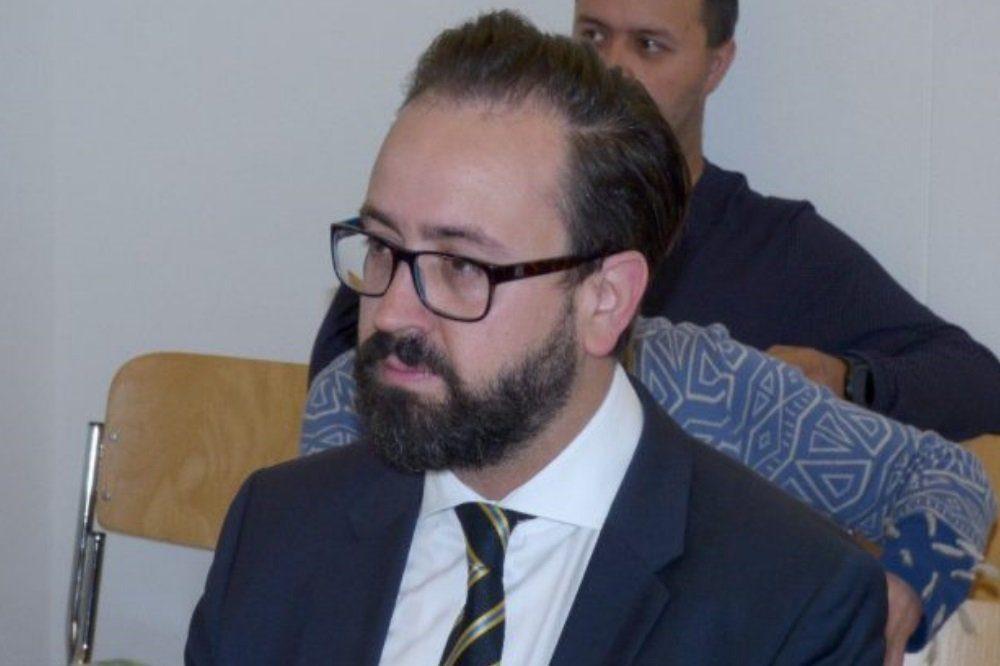 Der sächsische Justizminister Sebastian Gemkow (CDU), hier 2017 als Zeuge am Amtsgericht. © Lucas Böhme