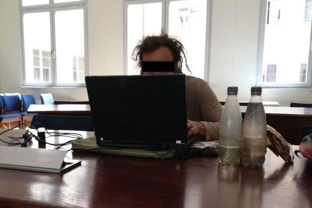 Der Angeklagte am 31. Juli im Amtsgericht Leipzig. Foto: Martin Schöler