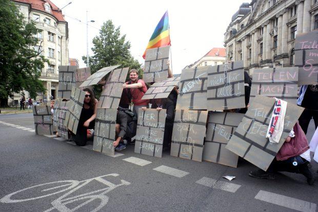 Eine Mauer, um die Grünen zu stoppen. Foto: Alexander Böhm