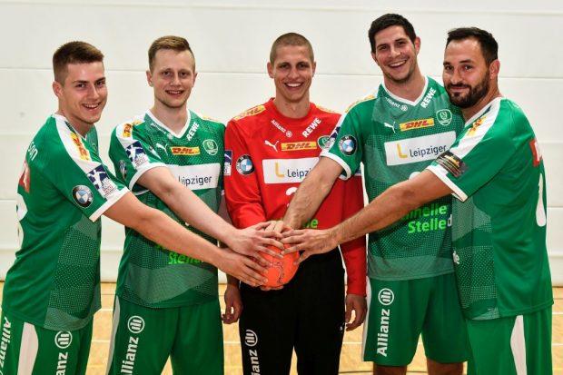 Die DHfK-Neuzugänge (v.l.): Viggo Kristjansson, Luca Witzke, Torwart Joel Birlehm, Marko Mamic, Philipp Müller. Foto: Rainer Justen