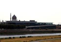 Der sächsische Landtag am Elbufer in Dresden. Foto: L-IZ.de