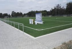Der Kunstrasen des 1. FC Lok Leipzig vor der Eröffnung. Foto: Matthias Löffler