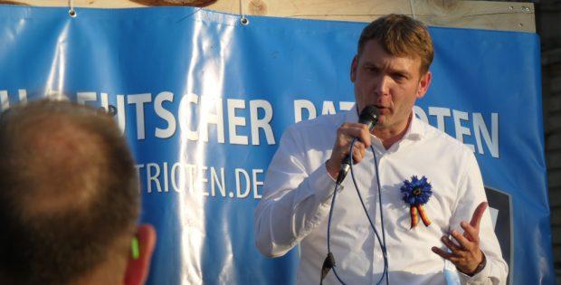 André Poggenburg bei seiner Rede am 17. Juli auf dem Simsonplatz. Foto: L-IZ.de