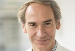 UKL-Hepatologe Prof. Thomas Berg bedauert, dass in Deutschland bei normalen Gesundheits-Voruntersuchungen keine Leberuntersuchung enthalten ist. Foto: Stefan Straube / UKL