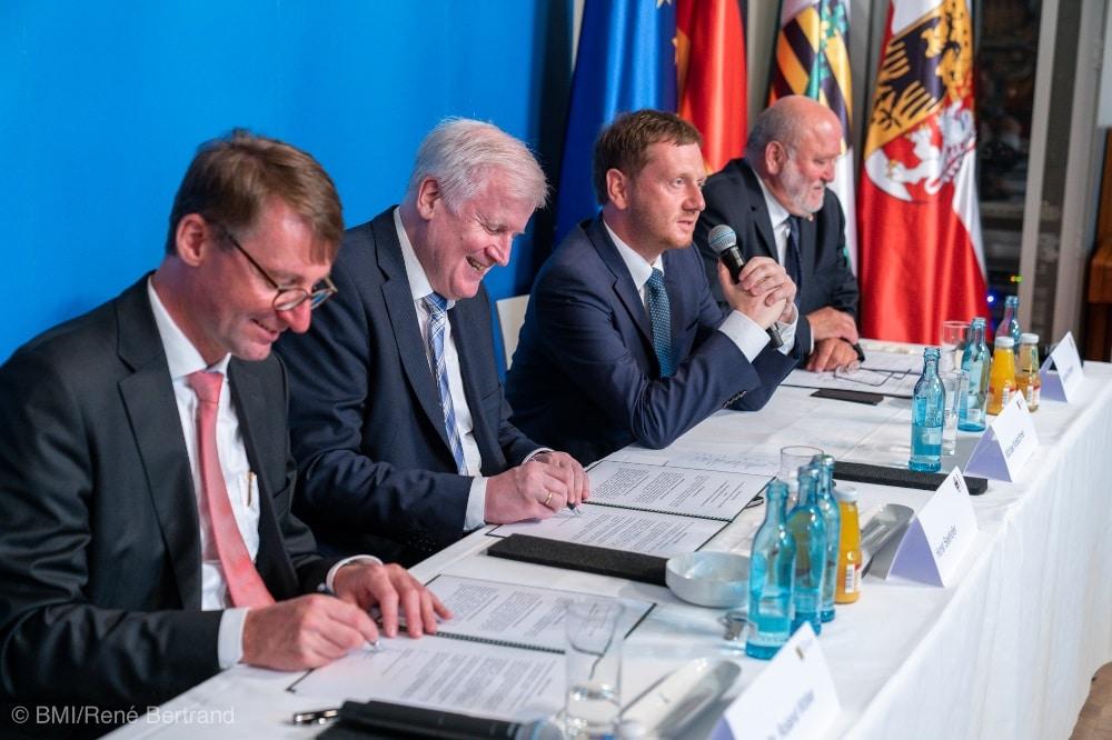 Unterzeichnung der gemeinsamen Erklärung zum Technologiepark im Schlesischen Museum in Görlitz Foto: BMI