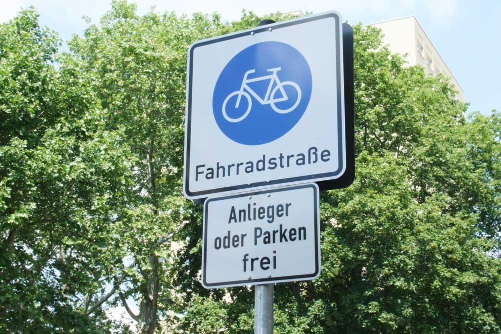 Ausweisung für eine Fahrradstraße. Foto: Ralf Julke