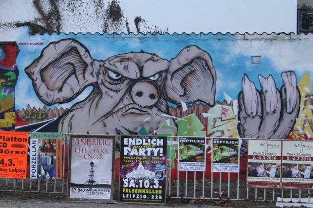 "Graffiti zu ""Farm der Tiere"" in Connewitz. Foto: Ralf Julke"