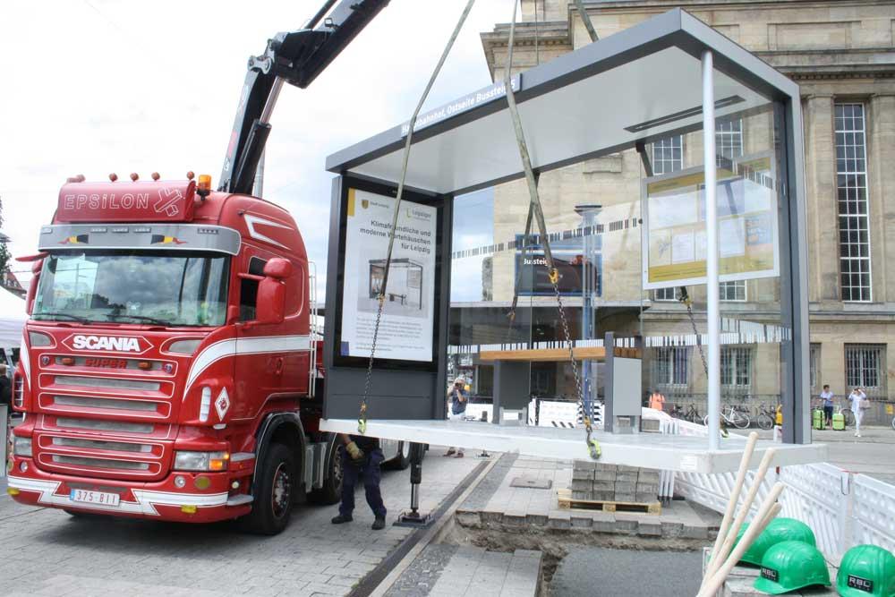 Das neue Wartehäuschen für Bussteig Nr. 5. Foto: Ralf Julke