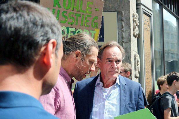 OB Burkhard Jung wies schon mal auf die Ro9lle der Landesdirektion Leipzig beim Kraftwerksbau hin. Foto: L-IZ.de