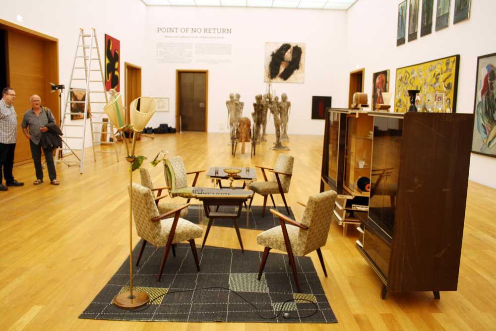 Blick in die Ausstellung mit einer Variante von Via Lewandowskys