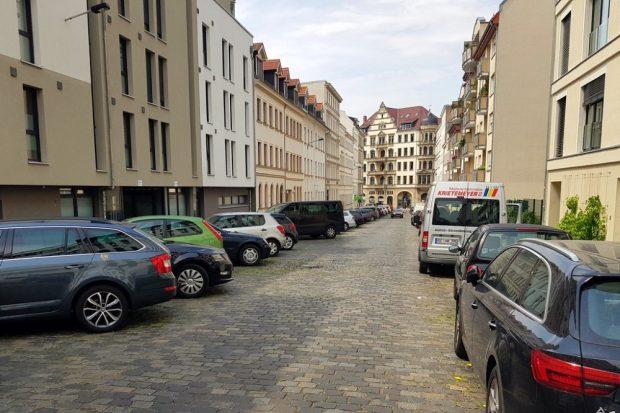 Ist die Fahrbahn verengt? Um diese Frage geht es wohl am Ende. Foto: Karli.blog/Alexander Laboda