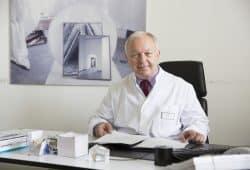 Prof. Dr. Joachim Thiery leitete 19 Jahre lang das Institut für Laboratoriumsmedizin, Klinische Chemie und Molekulare Diagnostik am UKL. Foto: Stefan Straube / UKL