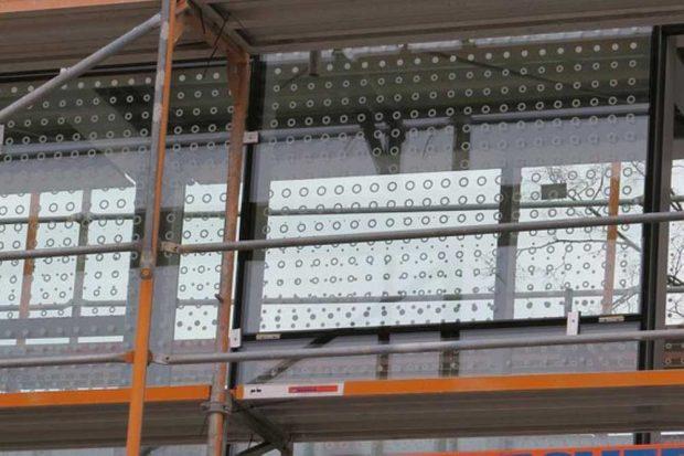 Beispiel für ein aufgedrucktes Muster auf einer Glasscheibe. Foto: NABU Leipzig