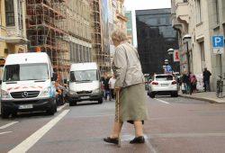 Besonders Frauen würden durch die Grundrente besser gestellt. Foto: Ralf Julke