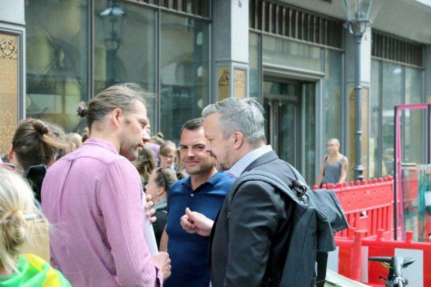 Stadtrat Frank Tornau (r., CDU) im Gespräch mit Martin Hilbrecht und Frank Vierckl (mitte). Foto: L-IZ.de