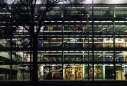 Blick von der Bergstraße auf das Hörsaalzentrum der TU Dresden. Foto: TU Dresden