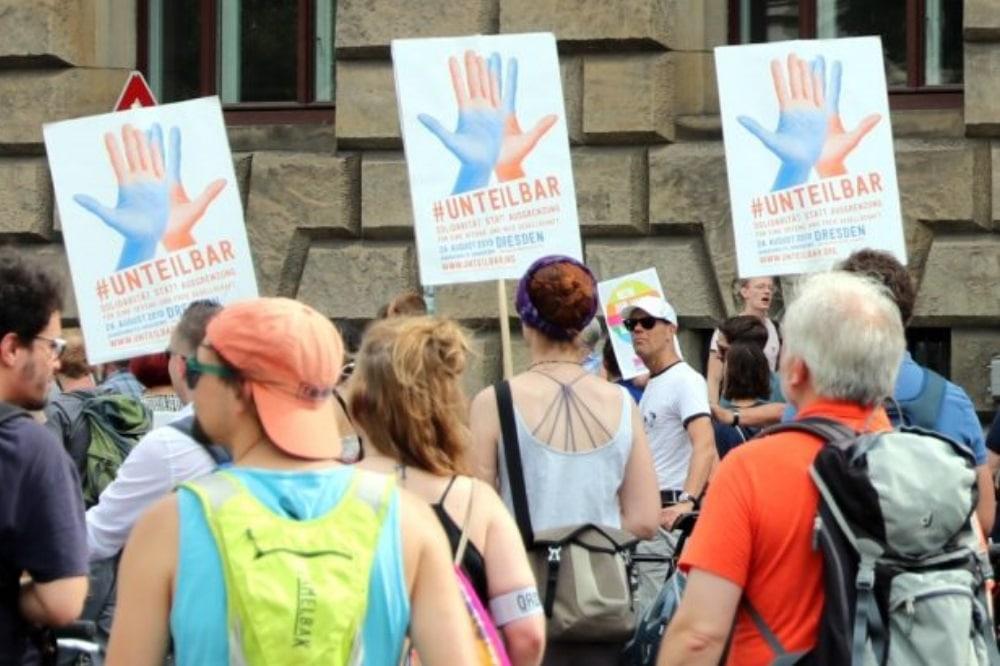 """""""Unteilbar""""-Werbung für den 24. August 2019 in Dresden am 6. Juli 2019 in Leipzig. Foto: L-IZ.de"""