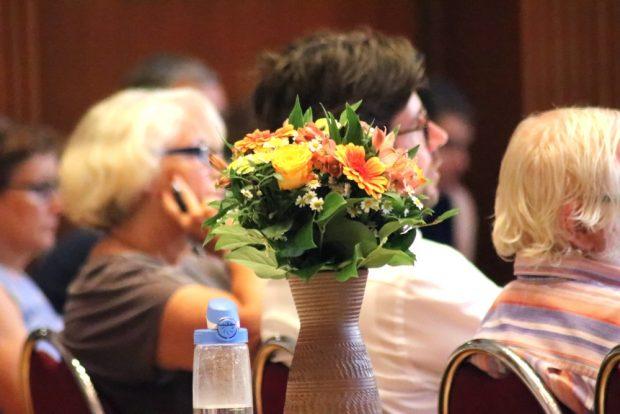 Blümchen für die verabschiedeten Stadträte gabs schon am 26. Mai. Doch nun ist im August eine Extrarunde angesagt. Foto: L-IZ.de