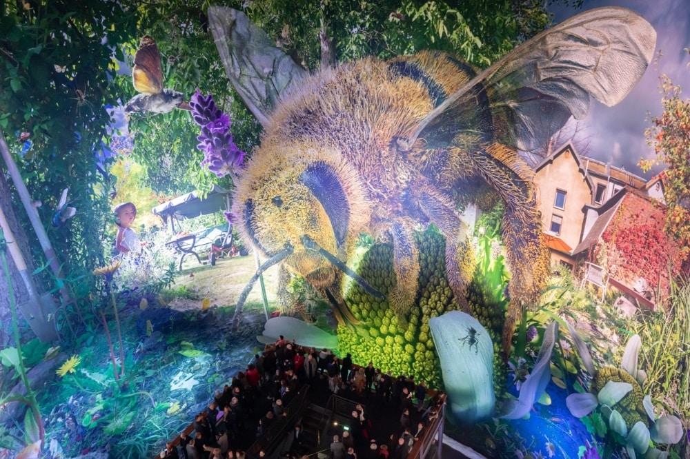 Carolas Garten, Biene im Fokus. Foto: Tom Schulze © asisi