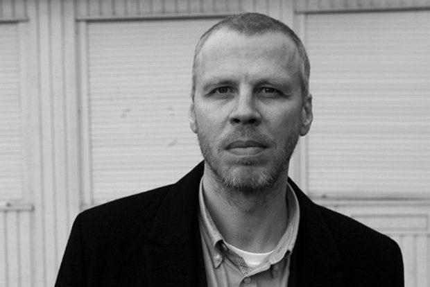 Buchautor David Gray im Interview mit #wirbleibenhier. Foto: Erik Weiss, Berlin