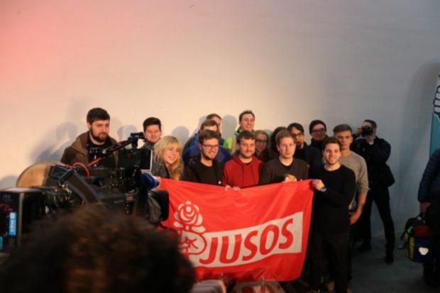 Die Leipziger Jusos mit Kevin Kühnert in der Galerie KUB. Foto: Michael Freitag
