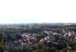 Ein weites Feld ohne Regierungsalternativen. Sachsen wählt am 1. September 2019 einen neuen Landtag (Blick auf Waldheim im Zentrum des Freistaates). Foto: Michael Freitag