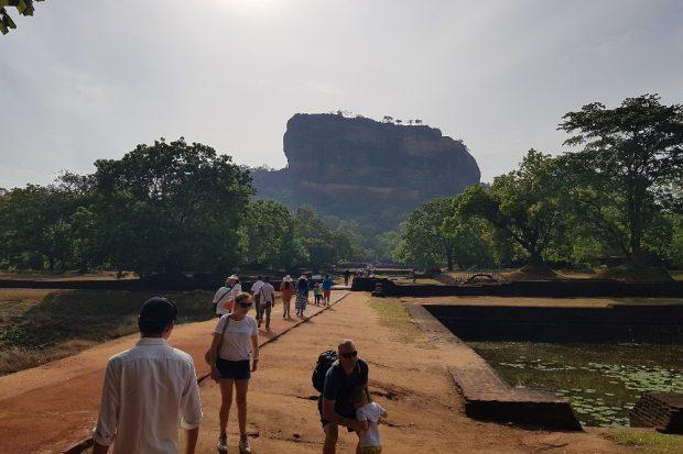 Im Park vor dem Sigiriya-Felsen. © Sascha Bethe