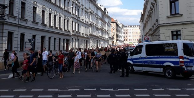 Etwa 1.000 Menschen demonstrierten in Connewitz. Foto: René Loch