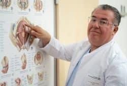 Prof. Dr. Amir Hamza, Chefarzt der Klinik für Urologie und Andrologie sowie Leitender Chefarzt des Klinikums, © Klinikum St. Georg