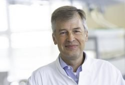 Prof. Berend Isermann ist neuer leitender Labormediziner am UKL. Der 51-Jährige wechselte im August vom Universitätsklinikum Magdeburg nach Leipzig. Foto: Stefan Straube / UKL