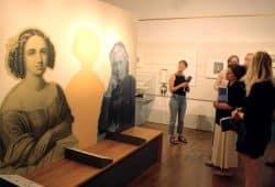 Zwischen Fanny Hensel und Clara Schuman fehlt nur das Bild von Anna Magdalena Bach. Foto: Ralf Julke