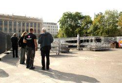 Auch die große Veranstaltungsbühne wird wieder auf den Wilhelm-Leuschner-Platz gestellt. Archivfoto: Ralf Julke