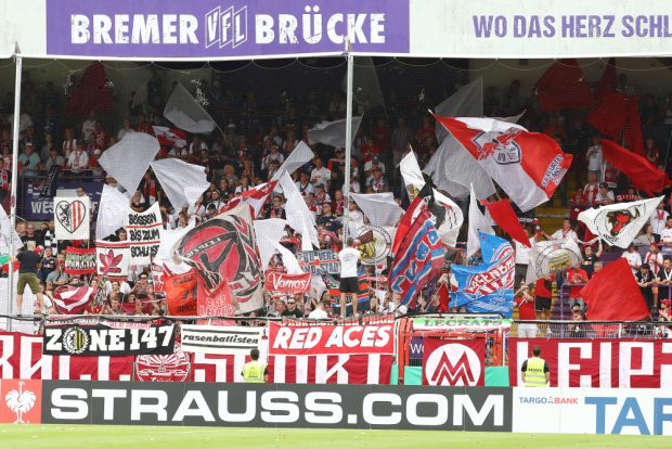 Der RBL-Gästeblock in Osnabrück. Foto: Gepa Pictures