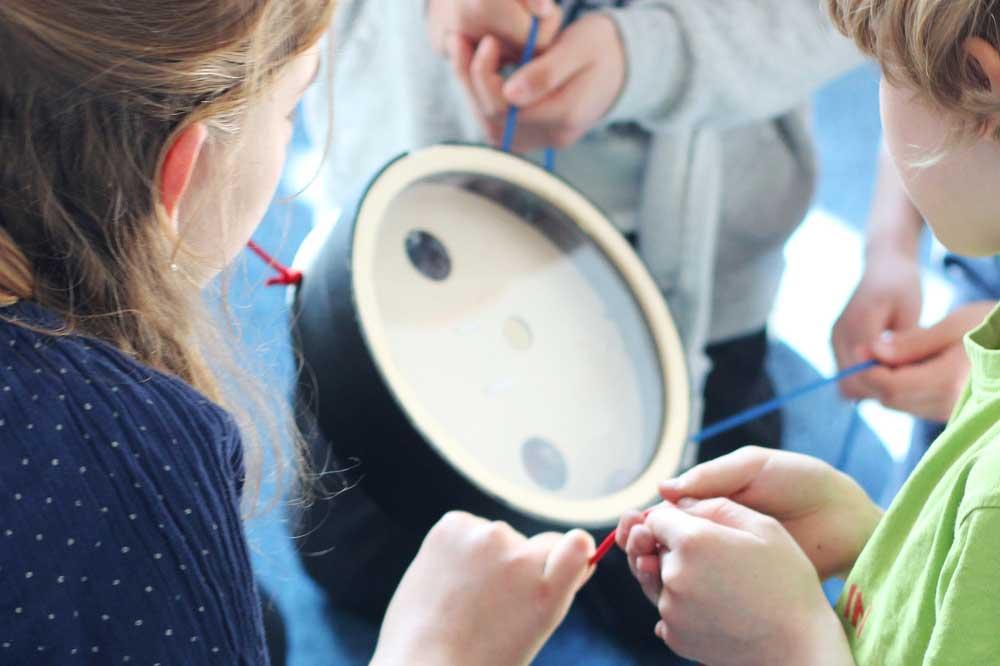 Die Studie der Leipziger Wissenschaftler zeigte, dass kooperative Spiele die Bereitschaft, mit anderen Kindern zu teilen, fördert. Foto: Selma Kalhorn