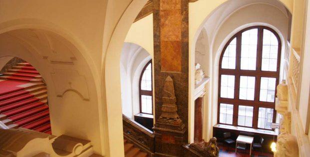 Treppenhaus im Neuen Rathaus. Foto: Ralf Julke