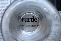 Durchs Wasserglas betrachtet. Foto: Ralf Julke