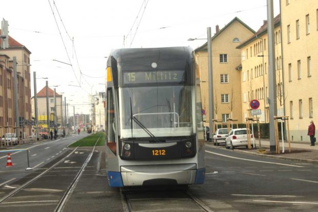 LVB-Straßenbahn in der Lützner Straße. Foto: Ralf Julke