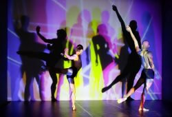 Tänzerinnen und Tänzer des Leipziger Balletts – hier bei einer Probe im Lichtstudio - performen am 16.9. zur Eröffnung des Lichtraums 3 - Foto: PUNCTUM / Alexander Schmidt