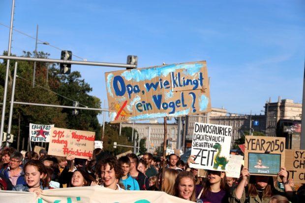 Artensterben, Klimafluchtbewegungen und ein enger Zeithorizont gehen nicht durch Wegschauen vorbei. Foto: L-IZ.de