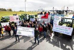 Bäuerinnen und Bauern blockieren größten Futtermittelhafen. Foto: Daniel Müller