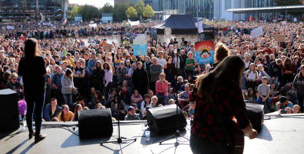 Ab 15 Uhr startete das Programm auf der Bühne am Augustusplatz. Foto: L-IZ.de