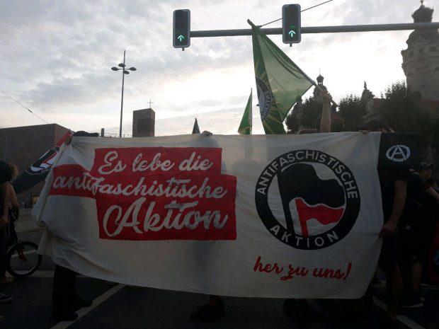 Demo Antifaschistische Aktion vor dem Rathaus unterdessen ... Foto: L-IZ.de