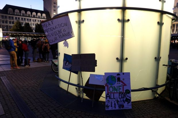 Die letzten Botschaften des Tages. Foto: L-IZ.de