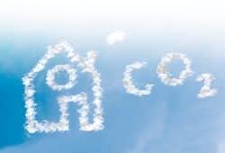 Der Gebäudesektor trug im vergangenen Jahr mit 117 Millionen Tonnen einen großen Teil zur deutschen CO2 -Bilanz bei. Die IG BAU sieht ein erhebliches Einsparpotential durch energetische Sanierungen – und ruft als Umweltgewerkschaft zum Klima-Protest am 20. September auf. Foto: IG BAU