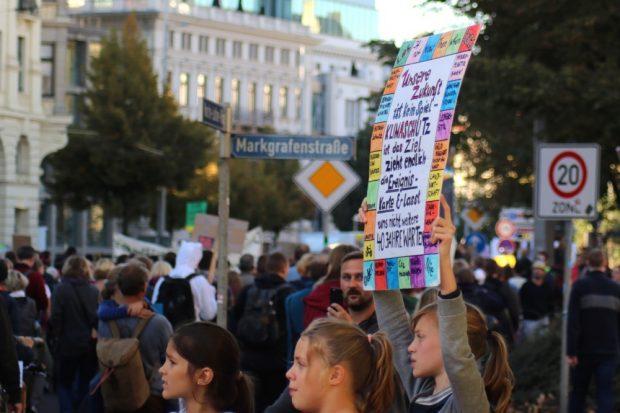 Jugendliche mit klaren Ansagen. Hilfe bekommen sie mittlwerweile neben Wisenschaftlern natürlich auch von ihren Eltern. Foto: L-IZ.de
