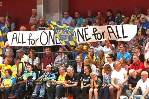 Alle für Einen, Einer für Alle - Auf seine Fans kann der HCL zählen. Foto: Jan Kaefer